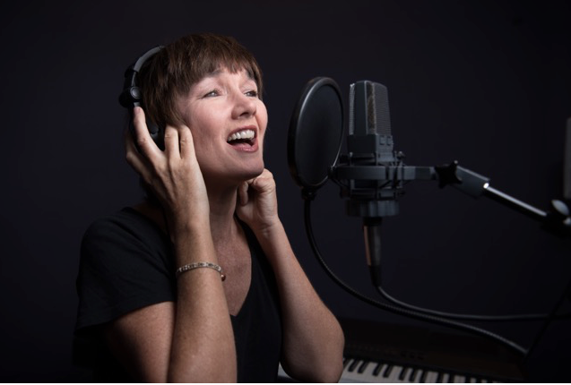 country vocals lessons with lari white coming soon!